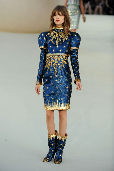 http://www.eluxcubrations.com/wp-content/uploads/Chanel+Runway+PFW+Haute+Couture+F+W+2011+Dkh1RyKF3Idl.jpg